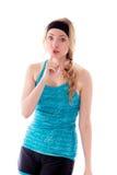 Junge Frau mit dem Finger auf Lippen Stockfotografie
