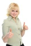 Junge Frau mit den Daumen o.k. Lizenzfreies Stockfoto