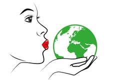 Junge Frau mit den roten Lippen küsst die grüne Erdhandzeichnung vektor abbildung