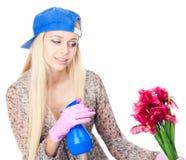 Junge Frau mit der Gartenarbeit Stockbilder