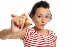 Junge Frau mit der großen Bleistiftbetragkamera getrennt Lizenzfreies Stockbild