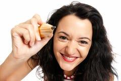 Junge Frau mit der großen Bleistiftzeichnung getrennt Lizenzfreies Stockfoto