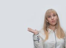 Junge Frau mit der Hand oben Lizenzfreie Stockbilder