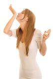 Junge Frau mit Duftstoff Lizenzfreies Stockbild