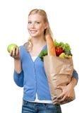 Junge Frau mit einem Beutel voll vom gesunden Essen Stockbilder