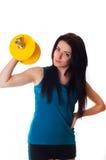 Junge Frau mit einem Dumbbell Stockfoto
