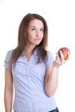 Junge Frau mit einem roten Apfel Lizenzfreie Stockfotos
