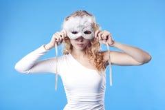 Junge Frau mit einer Schablone Stockfotografie