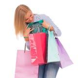 Junge Frau mit Einkaufenbeuteln Lizenzfreie Stockfotografie