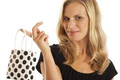 Junge Frau mit Einkaufstasche Lizenzfreie Stockfotos