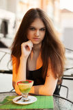 Junge Frau mit Eiscreme Stockbild