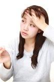 Junge Frau mit Fieber Lizenzfreie Stockfotografie
