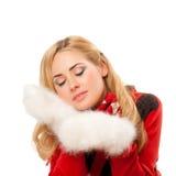 Junge Frau mit fleecy Handschuhen lizenzfreie stockbilder