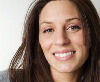 Junge Frau mit freundlichem Lächeln Stockbilder
