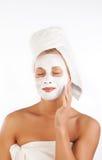 Junge Frau mit Gesichtsmaske Lizenzfreie Stockfotografie