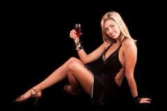 Junge Frau mit Glas Wein Lizenzfreie Stockfotos