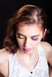Junge Frau mit hellem stilvollem Make-up. Lizenzfreie Stockfotografie