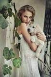 Junge Frau mit Hund Stockbilder