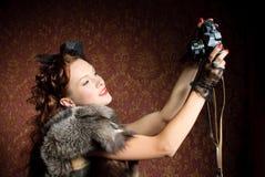 Junge Frau mit Kamera Stockbild