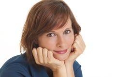 Junge Frau mit Kopf in den Händen lizenzfreie stockbilder