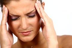 Junge Frau mit Kopfschmerzen Stockbild