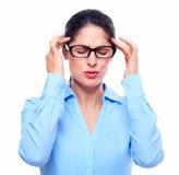 Junge Frau mit Kopfschmerzen. stockfoto