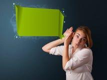 Junge Frau mit moderner Spracheblase Stockfotos