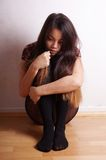 Junge Frau mit Narben von der Selbstbeschädigung Stockfotos