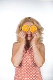 Junge Frau mit Orange Lizenzfreies Stockbild
