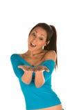 Junge Frau mit Palmen oben Lizenzfreies Stockfoto