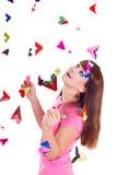 Junge Frau mit Papierflugzeug Stockfotos