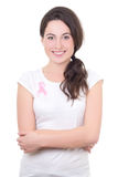 Junge Frau mit rosa Krebsband auf der Brust lokalisiert auf wh Stockfotos