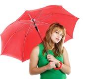 Junge Frau mit rotem Regenschirm Stockfotos