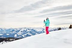 Junge Frau mit Snowboard Lizenzfreie Stockfotos
