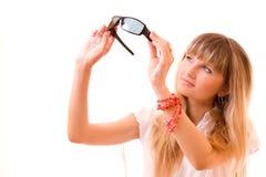 junge Frau mit Sonnenbrillen Stockfotos