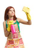Junge Frau mit Sprayflasche und -schwamm Stockfotografie