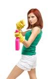 Junge Frau mit Sprayflasche und -schwamm Stockbilder