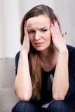 Junge Frau mit starker Migräne Lizenzfreies Stockfoto