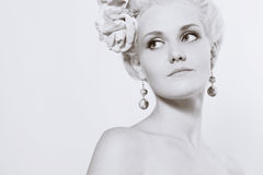 Junge Frau mit stilvoller Verfassung Lizenzfreie Stockfotografie