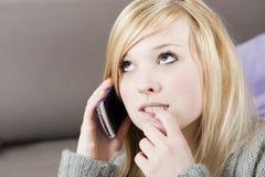 Junge Frau mit Telefon Stockfoto