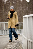 Junge Frau mit Telefon Lizenzfreie Stockfotos