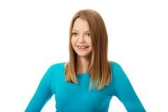Junge Frau mit toothy Lächeln Stockfotografie