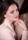 Junge Frau mit Verfassung Lizenzfreie Stockfotos
