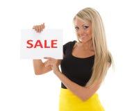 Junge Frau mit Verkaufszeichen. stockfotos