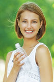 Junge Frau mit Wasserflasche Lizenzfreie Stockbilder