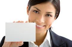 Junge Frau mit weißer Karte stockbilder