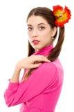 Junge Frau mit Zöpfen im rosafarbenen Kleid Lizenzfreie Stockfotografie