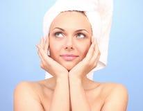 Junge Frau nach Dusche lizenzfreie stockfotos