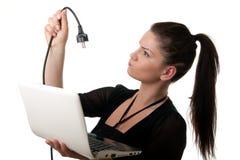 Junge Frau netbook powercable Lizenzfreies Stockbild