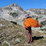 Junge Frau in Rocky Mountain Stockfotos